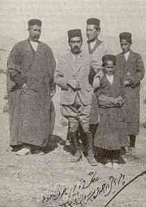 Sawlat al-Dawla (far left) with his sons, who themselves led subsequent revolts against the British and Reza Khan Pahlavi, and later the Revolutionary Guards